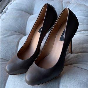 Ann Taylor | Dark Nude Leather Heel | Size 7